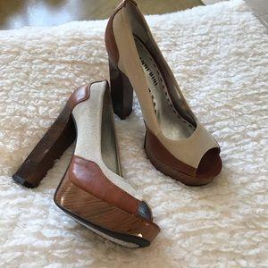 """Gianni Bini 5"""" tan/beige heels."""